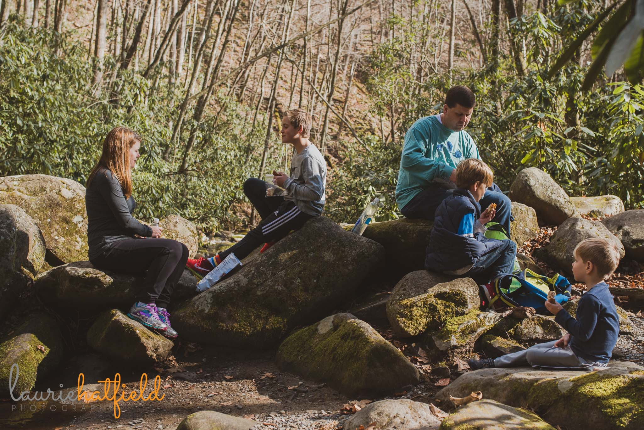 family eating lunch in woods | Fairhope AL photographer