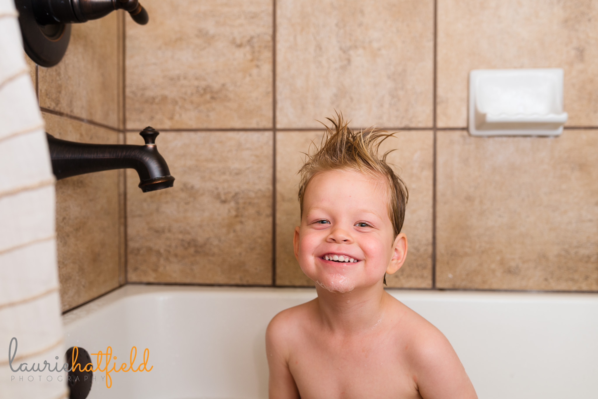 4-year-old boy in playing in the bathtub | Mobile AL family lifestyle photographer