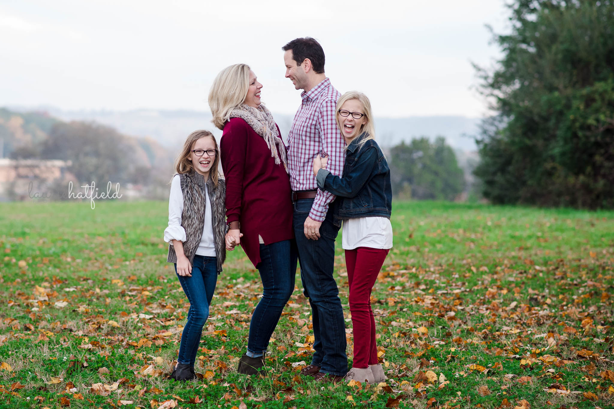 mom, dad, and two daughters in field | Daphne Al family photographer