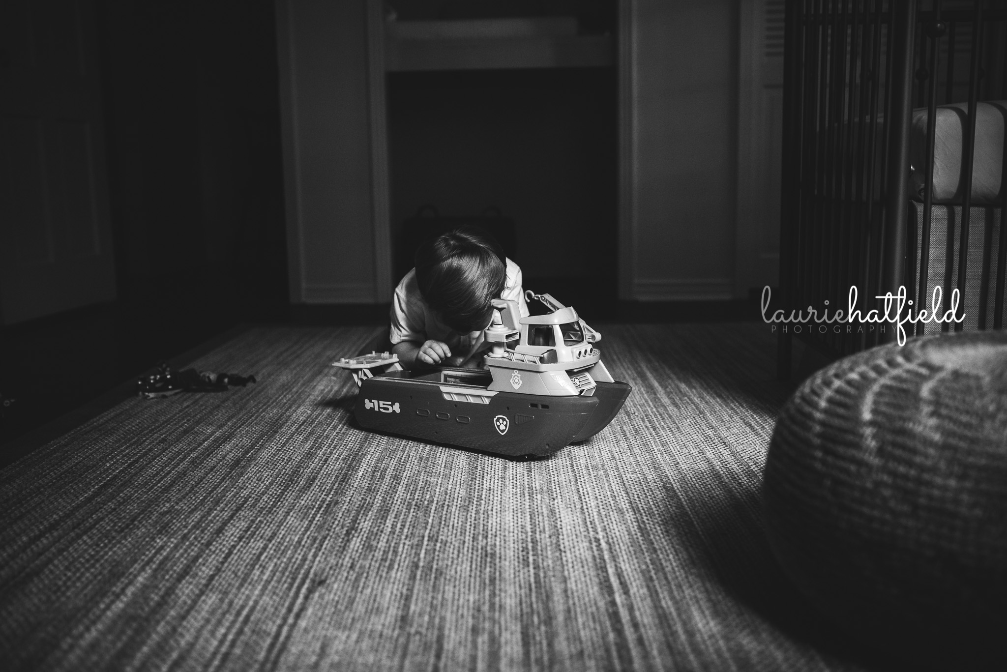 big brother playing on floor | Mobile AL newborn photo session