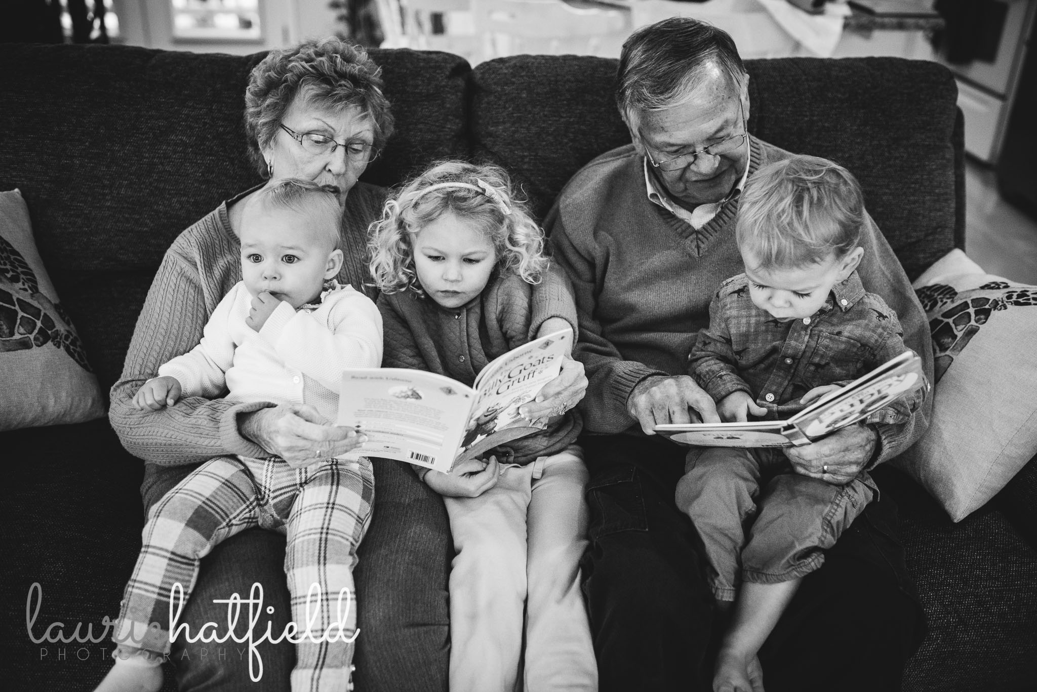 great grandparents reading with children | Huntsville AL lifestyle family photographer