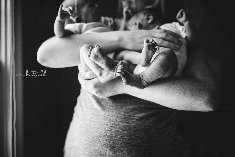 mom and baby feet   Huntsville AL newborn twin photo session