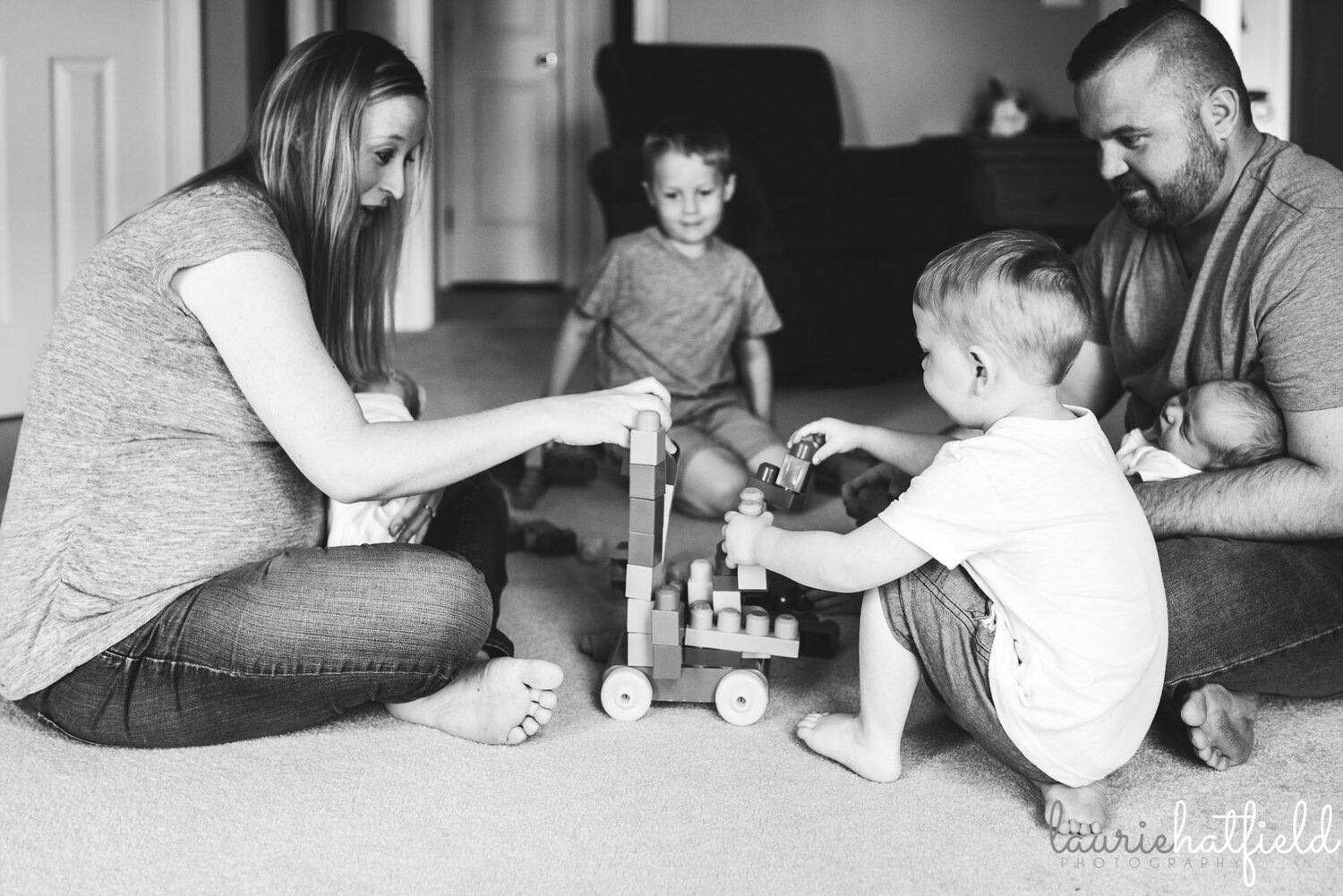 family of 6 playing together   Huntsville AL newborn photographer