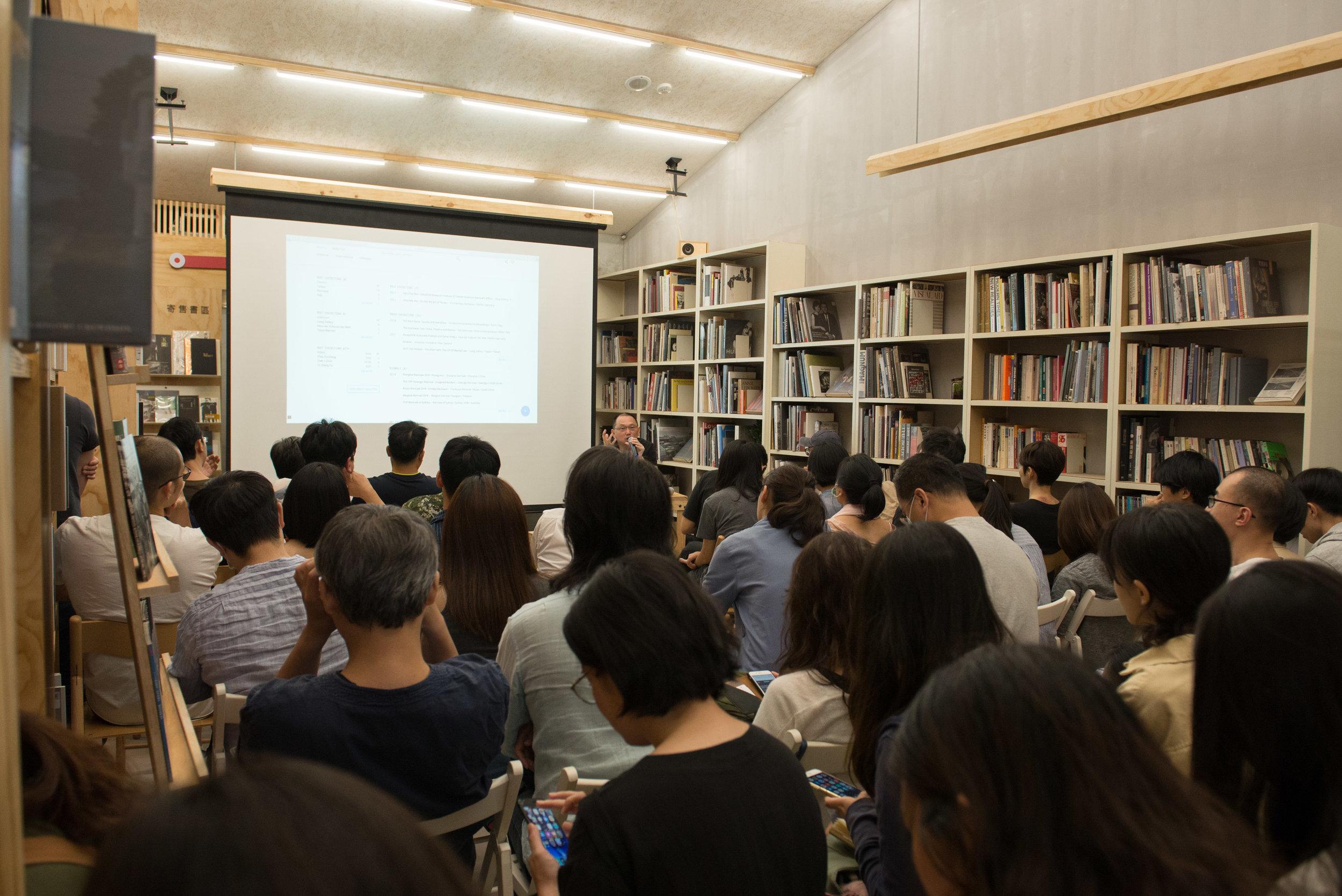 藝術家姚瑞中在Lightbox舉辦講座分享藝術工作經驗_Lightbox攝影圖書室提供-2.jpg