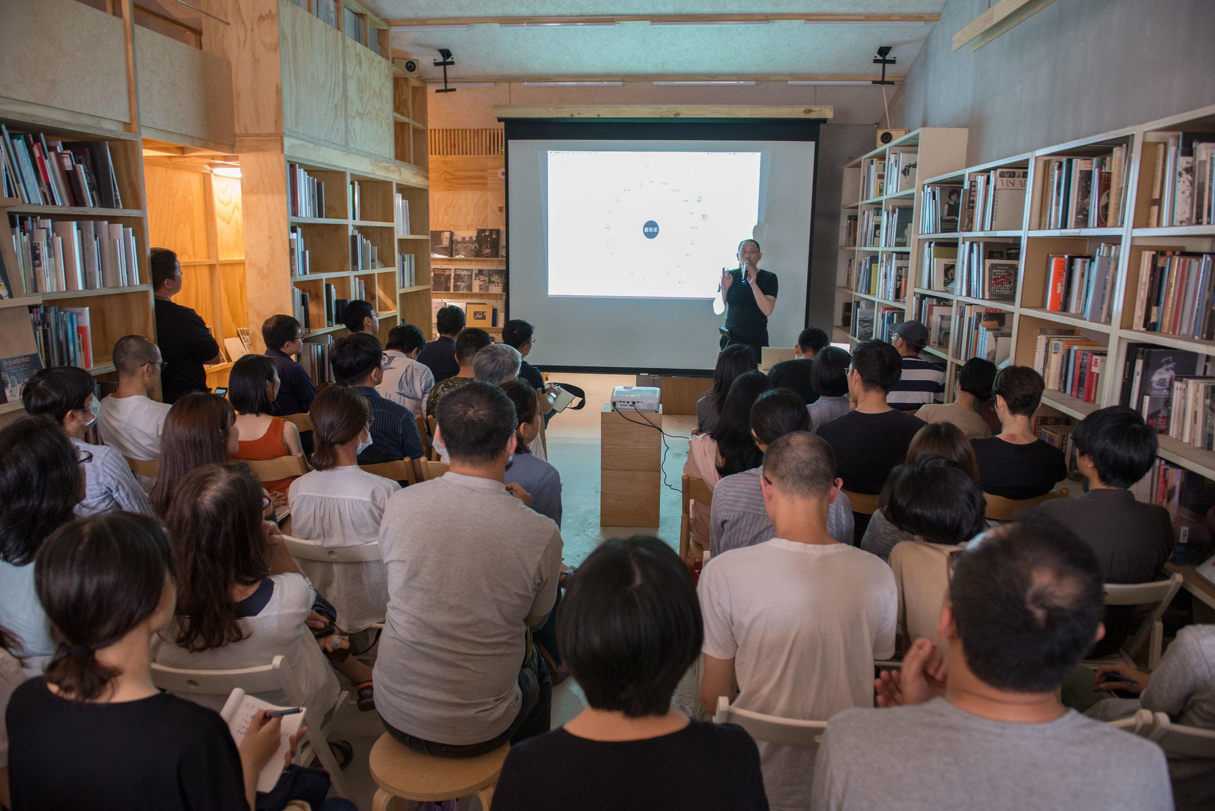藝術家姚瑞中在Lightbox舉辦講座分享藝術工作經驗_Lightbox攝影圖書室提供.jpg