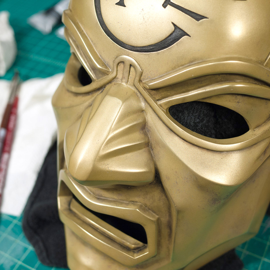 Dishonored Overseer mask weathering with acrylic paint and water-soluble oil paint