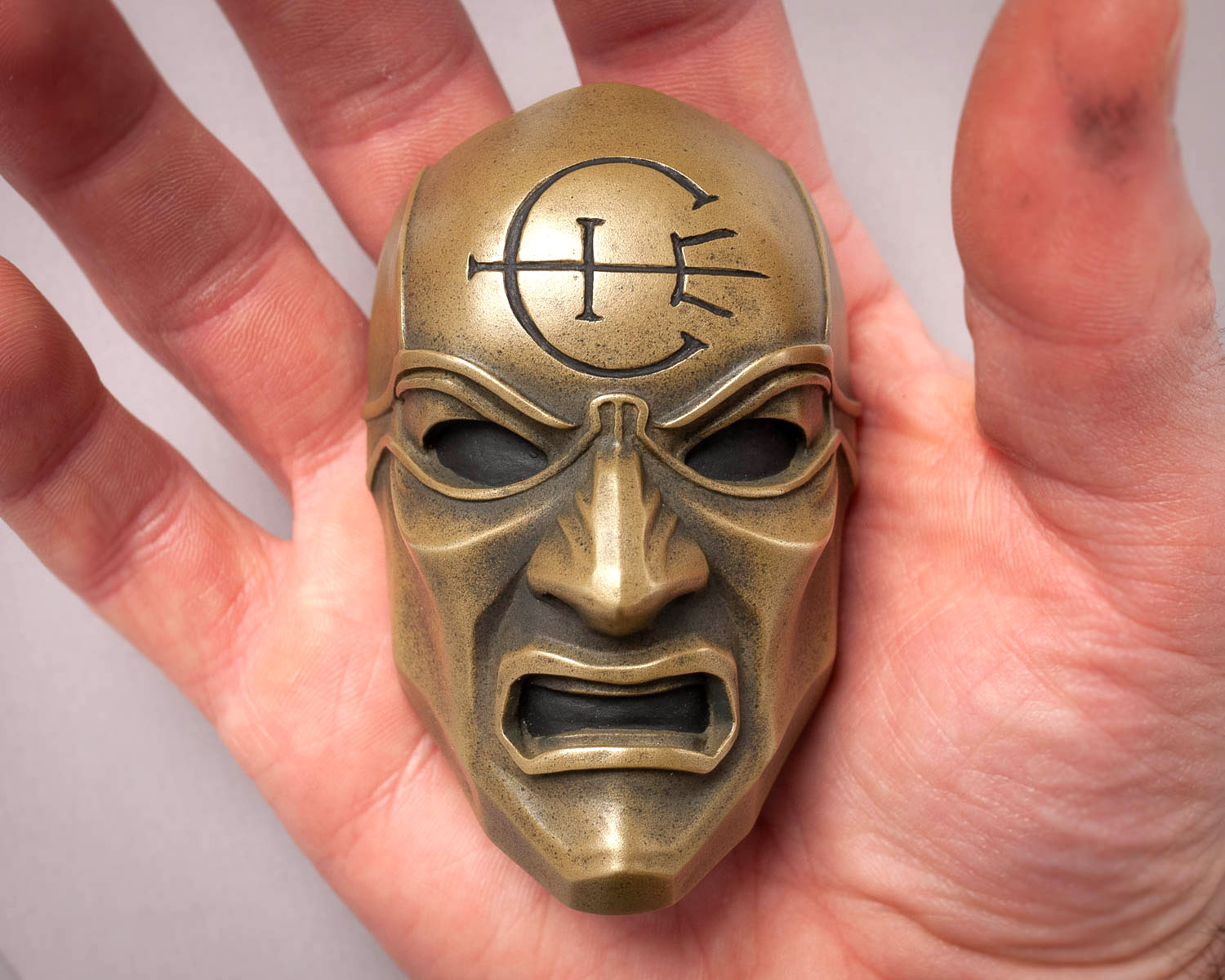 Dishonored Overseer Mini Mask Magnet Scale