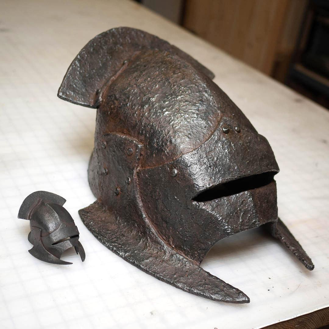 uruk-hai-swordsman-eva-foam-helmet-next-to-mini.jpg