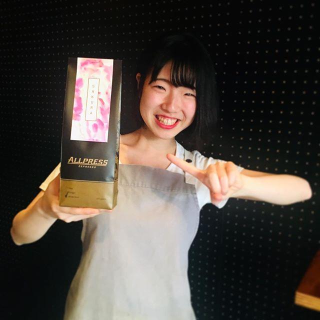 . SAKURA season is coming🌸 Come in and try the new seasonal honey processed Costa Rica beans! . サクラの季節がやって来ました🌸 今年もこの時期だけのお豆「SAKURA 」を販売中!蜂蜜のように甘く仕上がったハニープロセスのシングルオリジン・コスタリカの豆をお楽しみください♪ . #Frankie #frankieshimokita #espresso #coffee #coffeestand #Melbourne #Australia #shimokitazawa #Tokyo #cafe #welovecoffee #homemade #sweets #tokyocoffee #カフェ #下北沢 #下北沢カフェ #カフェ巡り #コーヒー #エスプレッソ#オーストラリア #メルボルン #コーヒースタンド #コスタリカ #シングルオリジン #春限定 #singleorigincoffee #spring