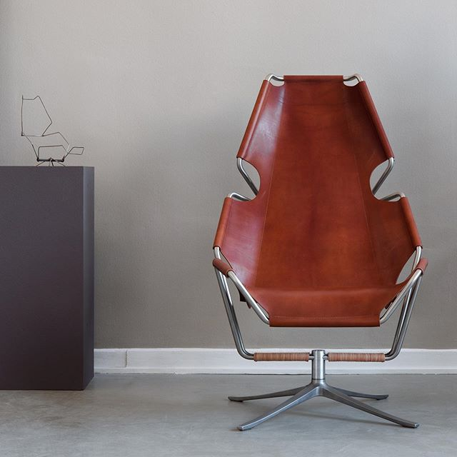 It was a personal dream of us to see our SOMA Chair with a beautiful leather seat cover.  The thick leather is cut from a single layer and attracts with its quality and honesty in every detail.  #leather #somaleather  #einundzwanzig #wetakeyoutomilan #einundzwanzigmilan #tortonadesignweek #fuorisalone #germandesigncouncil #ratfuerformgebung #studiomarfa #SOMAchair #loungechair #interiordesign #kvadrat #loungefurniture #cantilever #bauhaus #steelcuttrio #modern #salonedelmobile #milandesignweek #design #graduation #janisfromm #florestanschuberth #designstudio