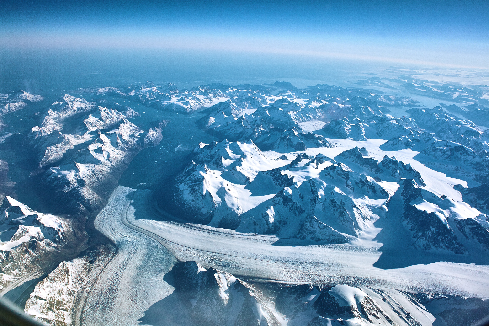 Somewhere very high over Greenland, the curvature of the earth is very visible.