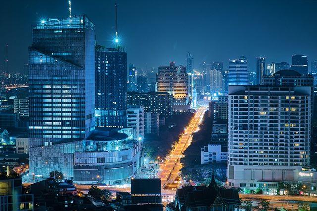 Blue + orange: complimentary colours according to the colour wheel. Does it really work?⠀⠀⠀⠀⠀⠀⠀⠀⠀ ⠀⠀⠀⠀⠀⠀⠀⠀⠀ ⠀⠀⠀⠀⠀⠀⠀⠀⠀ ⠀⠀⠀⠀⠀⠀⠀⠀⠀ ⠀⠀⠀⠀⠀⠀⠀⠀⠀ ⠀⠀⠀⠀⠀⠀⠀⠀⠀ #webangkok #bangkokcityvibes #colorhunters #colorcrush #ig_color #depthobsessed #UA9K #urbanandstreet #uas10k #urbanandstreet #UrbanAisle #Citygrammers #500px #eyeemoninstagram #featcbphoto #splendid_visuals #illGrammers #NikonAsia #MoodyGrams #MG5k #fx_hdr #LeagueofLenses #creativeoptics #co10k #nightphotography #nightimages #longexposure_shots #night_shooterz #instasgSunday10pm #instasgSundayHarmony