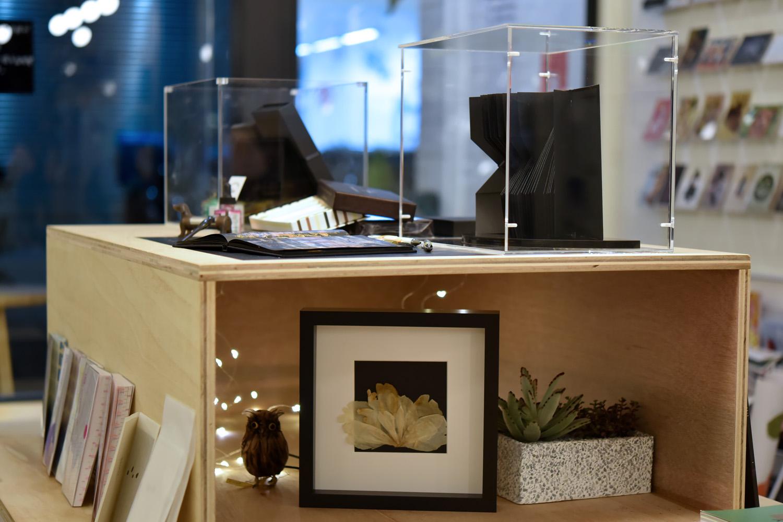 L'interprétation | 釋義:Le Cahier Noir 黑色筆記本櫥窗展