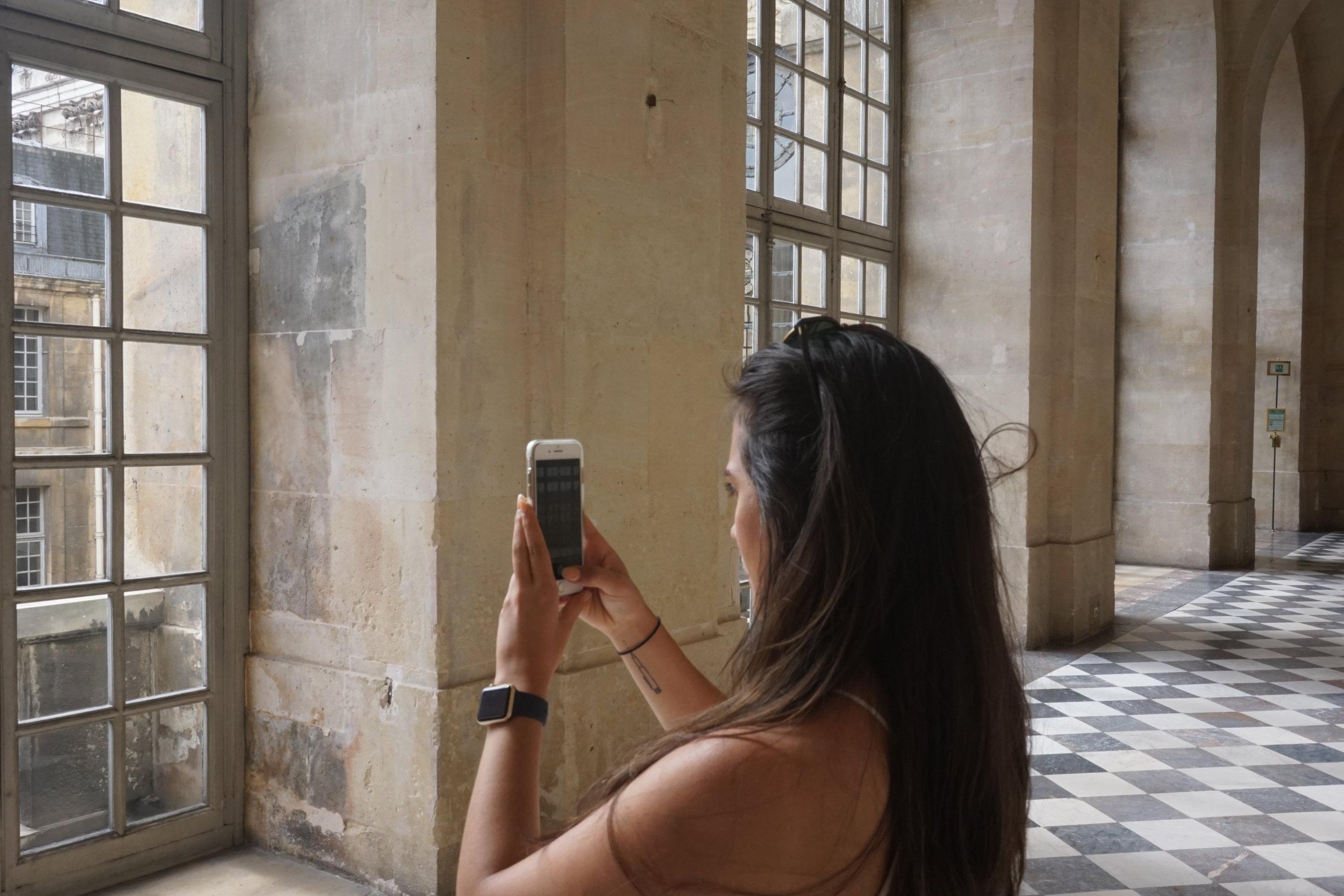 versailles selfie