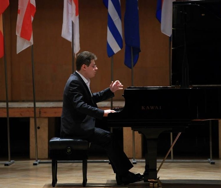 Davit Hovhannisyan,  Piano teacher at Winchester Stage Music Center.