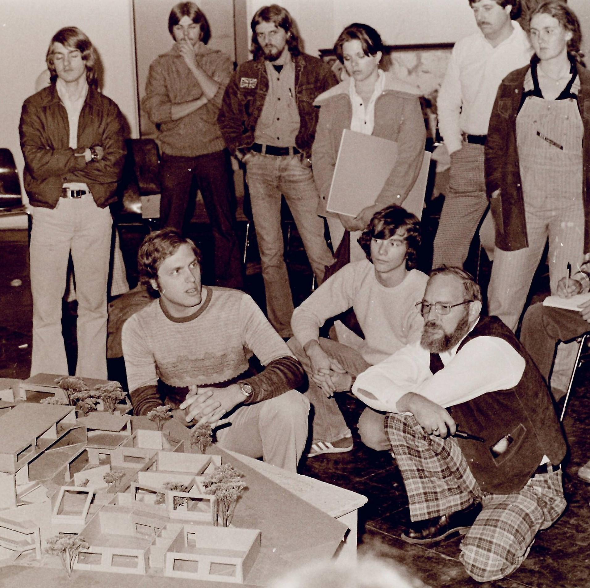 Faculty Leslie Motz with students. Courtesy of Purdue University, Fort Wayne