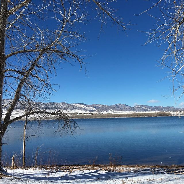 The snow has finally arrived in Colorado! We're missing our sunny kayaking days on this lake, but looking forward to some winter fun! #nofilterneeded #colorado #coloradolove #coloradolife #instacolorado