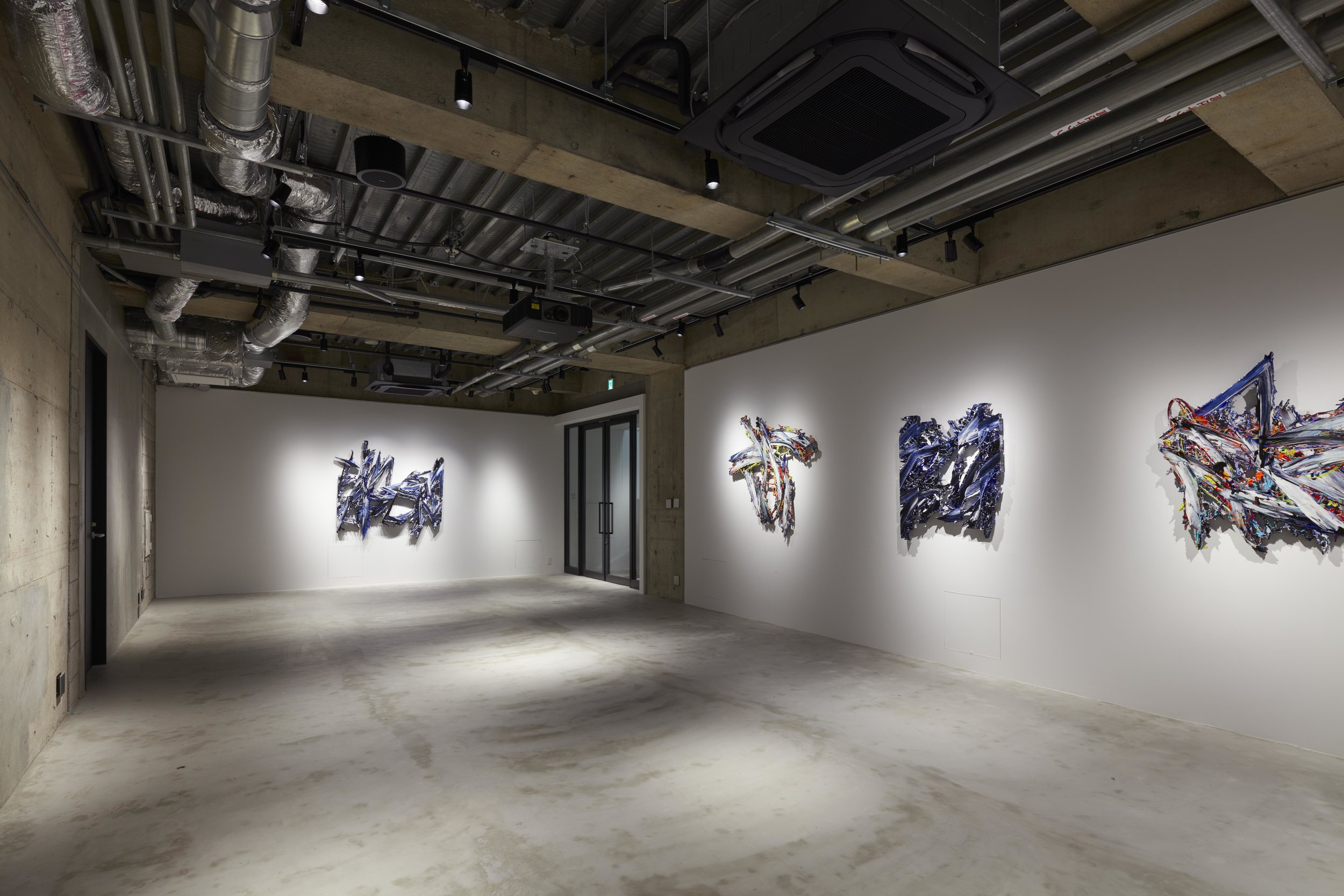 "Installation View - Basement GINZA ""SPLITTING HORIZON"""