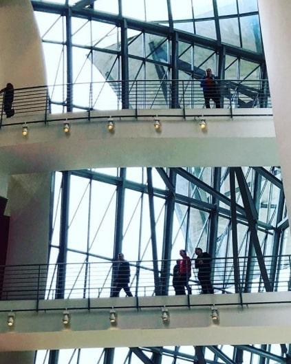 Pic by @go2jota . . #culture #architecture #architecturelovers #frankghery #guggenheim #bilbao #art #inspiration #design #glass #titanium #sky #basquecountry #morethanaguesthouse #ibaiaetarramak