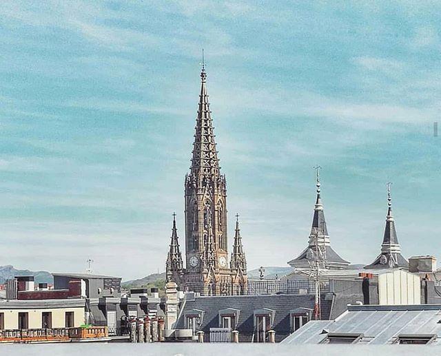 Hello San Sebastian! . Pic by @sandram4 via @cosasquepasanensansebastian . #donostia #sansebastian #basqueconuntry #buenpastor #views #roofs #city #photography #morethanaguesthouse #ibaiaetarramak