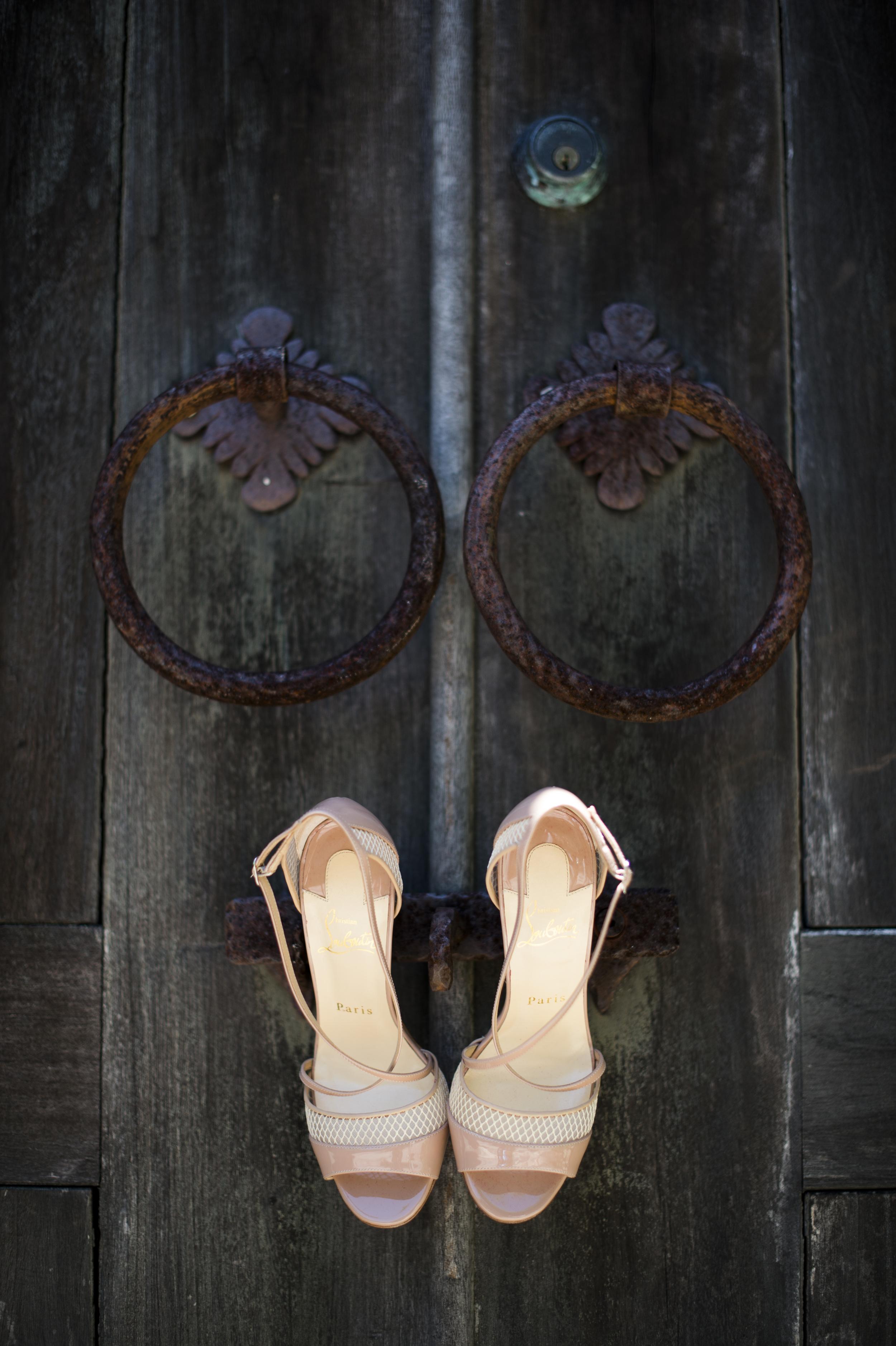 bride shows hanging on door in st thomas us
