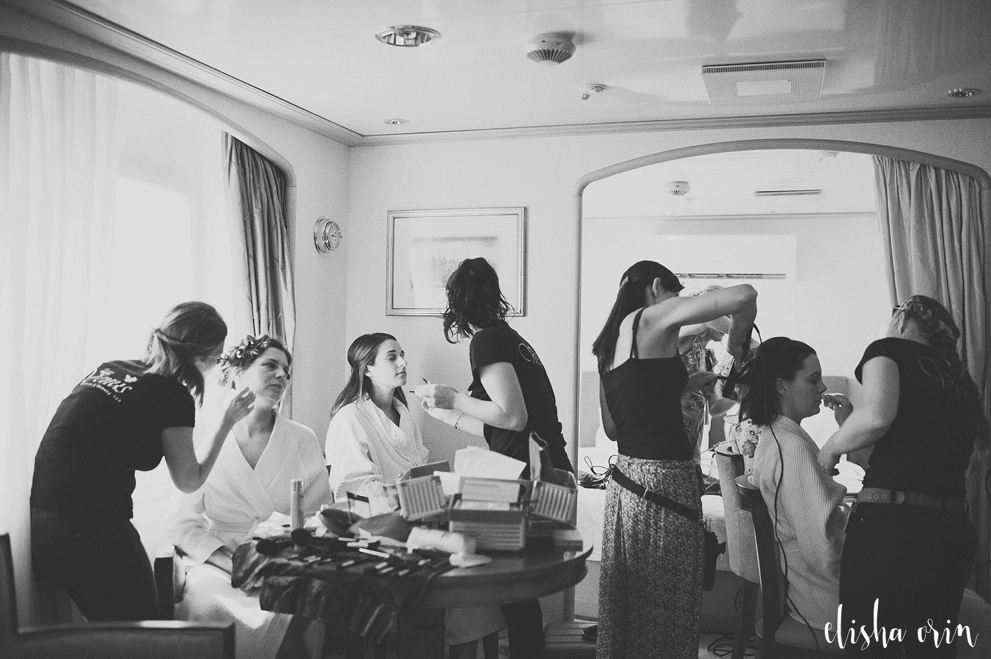 bridal-party-getting-makeup-done-on-the-sea-dream-yacht