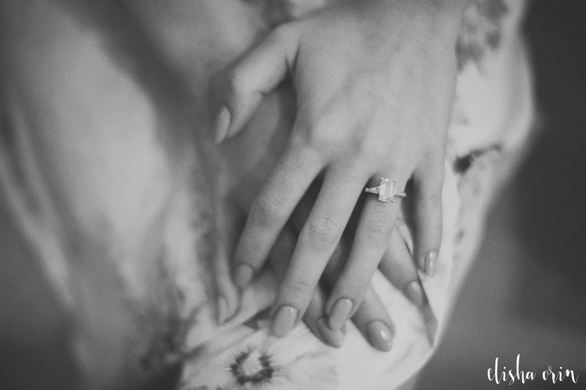 Brides-hands-and-ring-wedding-in-st-barts