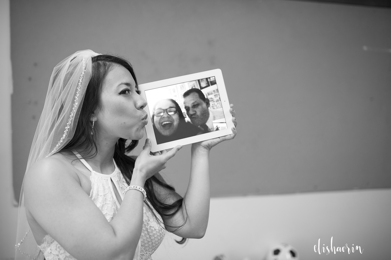 bride-kissing-parents-on-ipad