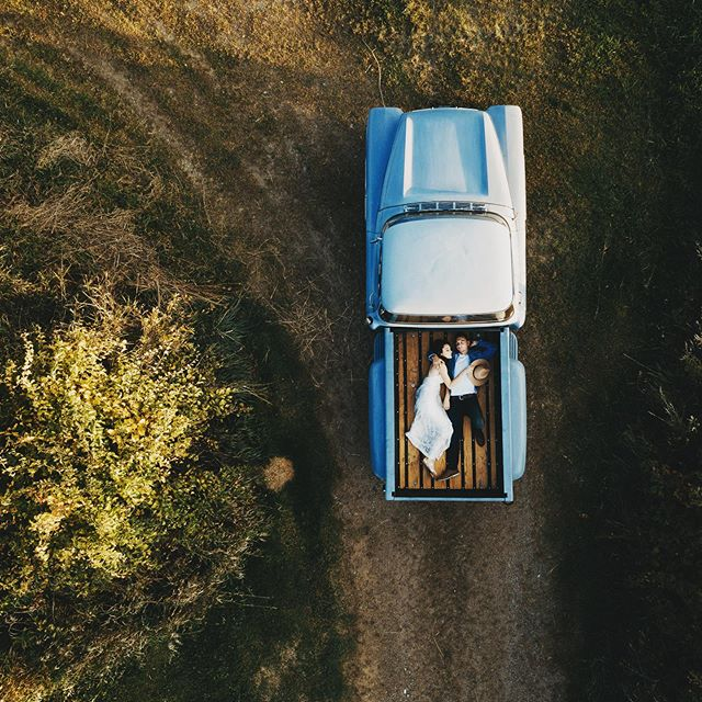 When you hire me plus my husband you get a magic photo !  He flys the drone and I say ooohhhh right there and then I put it on the computer and say ooohhh ahhh like 7 times #droneshot #countrysong #country #bluetruck #vintage #photooftheday #love #engagementphotos #onadirtroad #vintagetruck