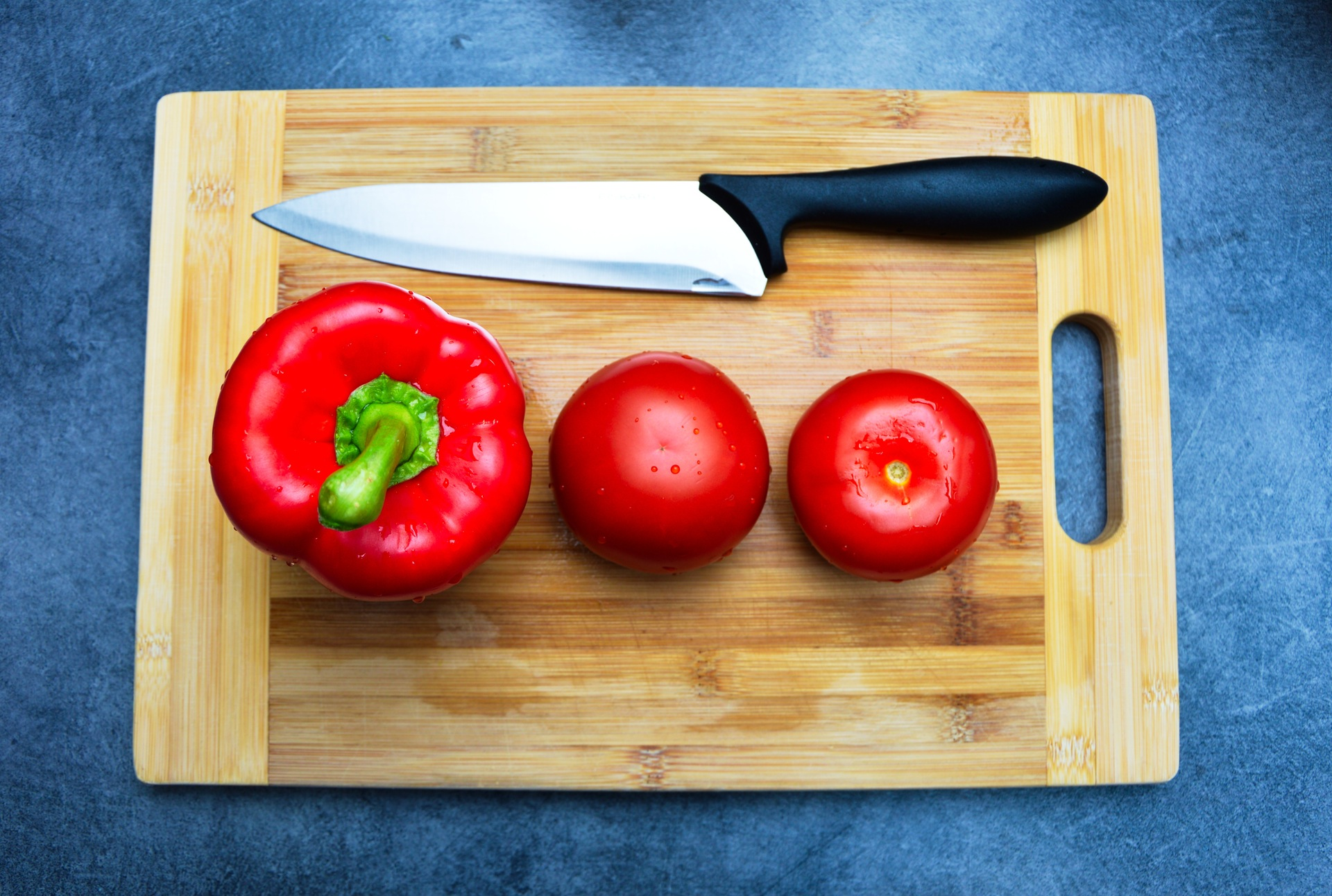 kitchen-cutting-board-cooking-bell-pepper.jpg