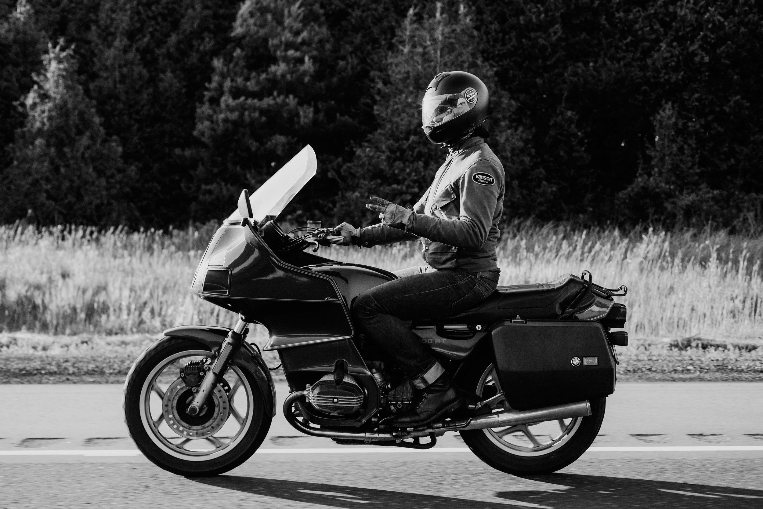 Viktor's Ride | 1992 BMW R100RT | TheMotoSocial