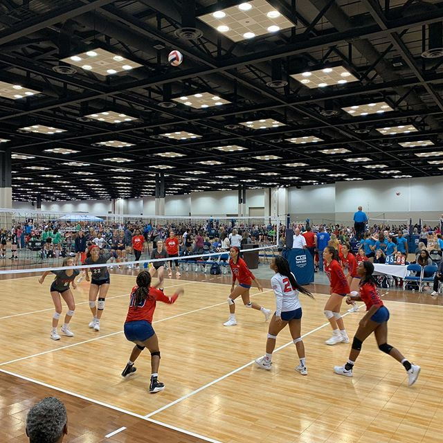 Wrapping up day 1 with @metrovbc 14Travel taking on @excel_vbc  #gjnc #volleyball
