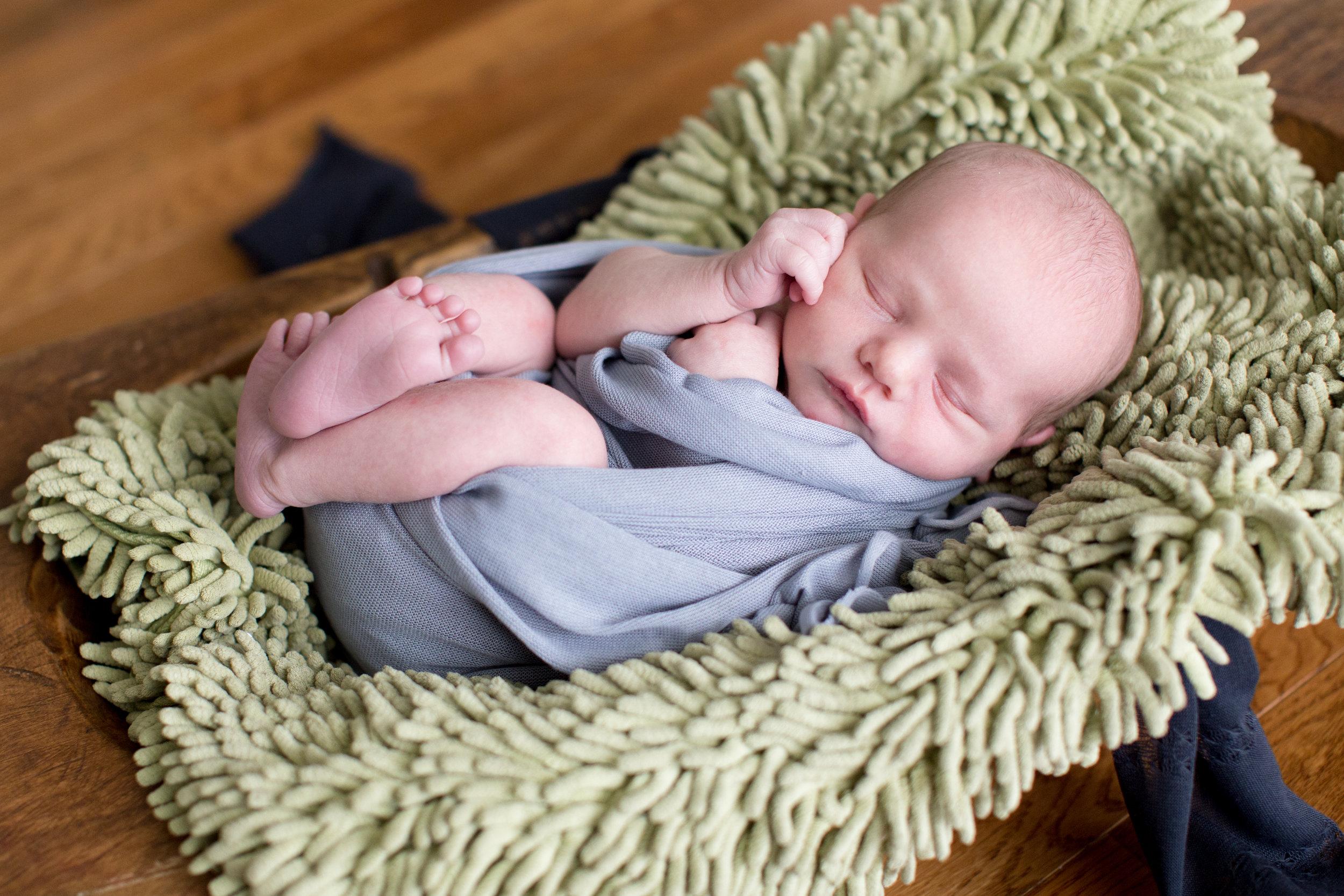 Ainsworth Newborn-16.jpg