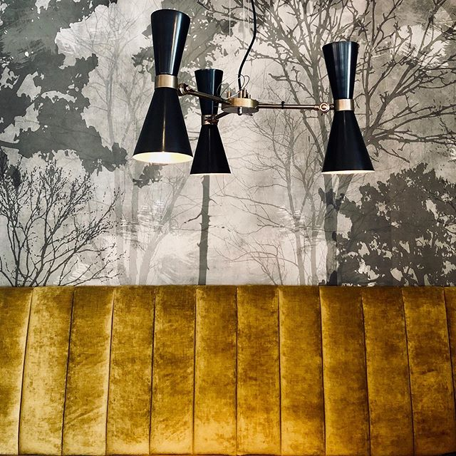 Sneak peek of the nearly complete @coatandbadgesw in Putney. . . . . #sampsonassociates #interiordesign #hospitalitydesign #pubdesign #velvet #lighting #putney #londoninteriordesigner