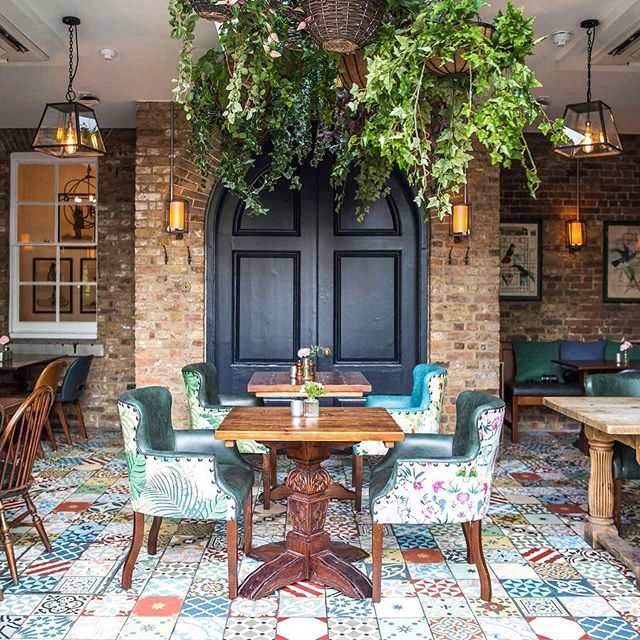 We used colour, print and plants to breathe new life into this Woolwich landmark @theguardhouse . . . . #interiordesign #sampsonassociates #pubdesign #bardesign #restaurantdesign #hospitalitydesign #biophilicdesign #londoninteriordesigner