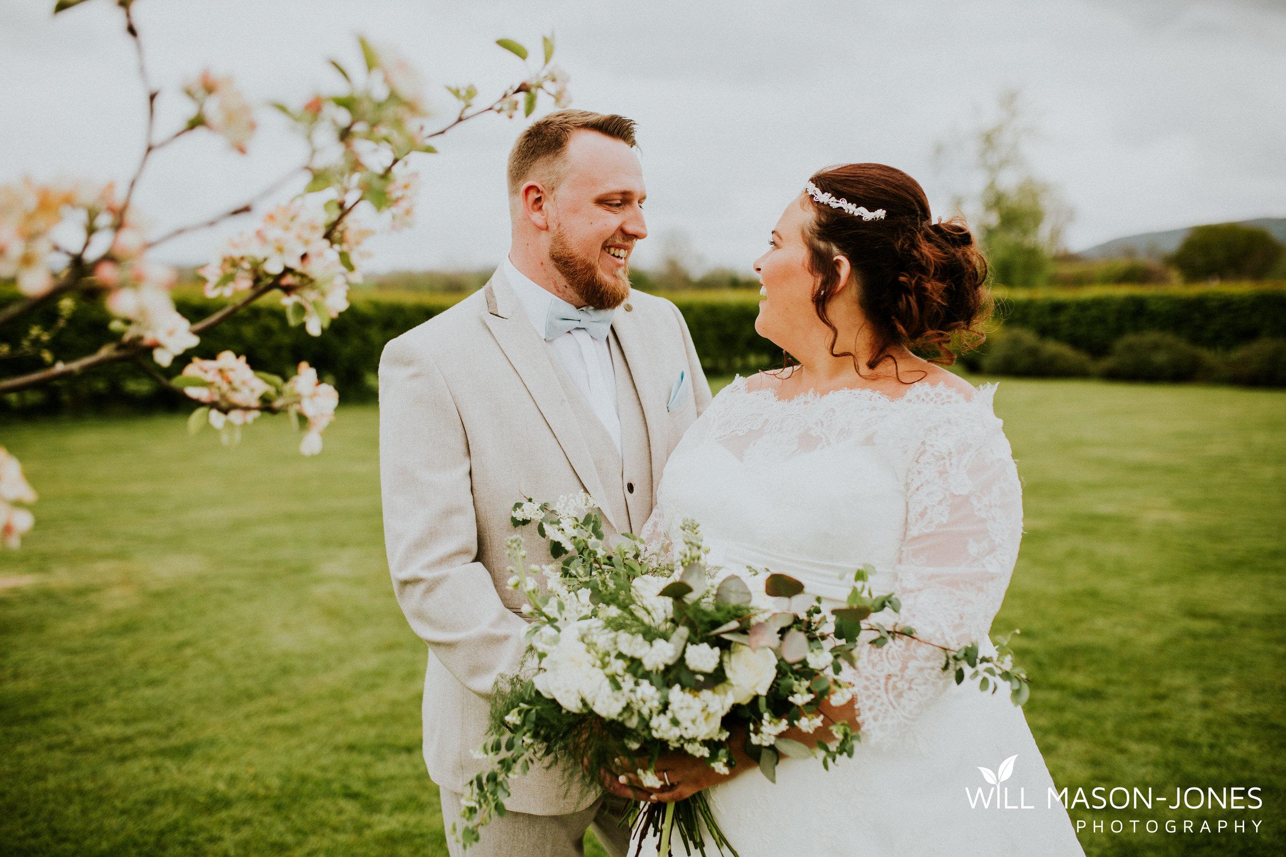 barn-y-brynych-brecon-swansea-wedding-photographer-cardiff-16.jpg