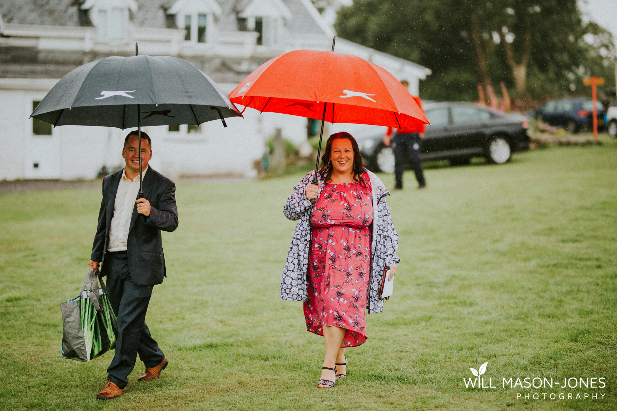 outdoor-wet-rainy-wedding-uk-swansea-photography-5.jpg