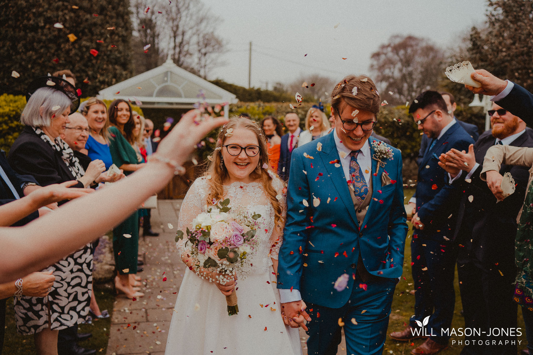 family confetti photographyoxwich bay hotel swansea relaxed colourful