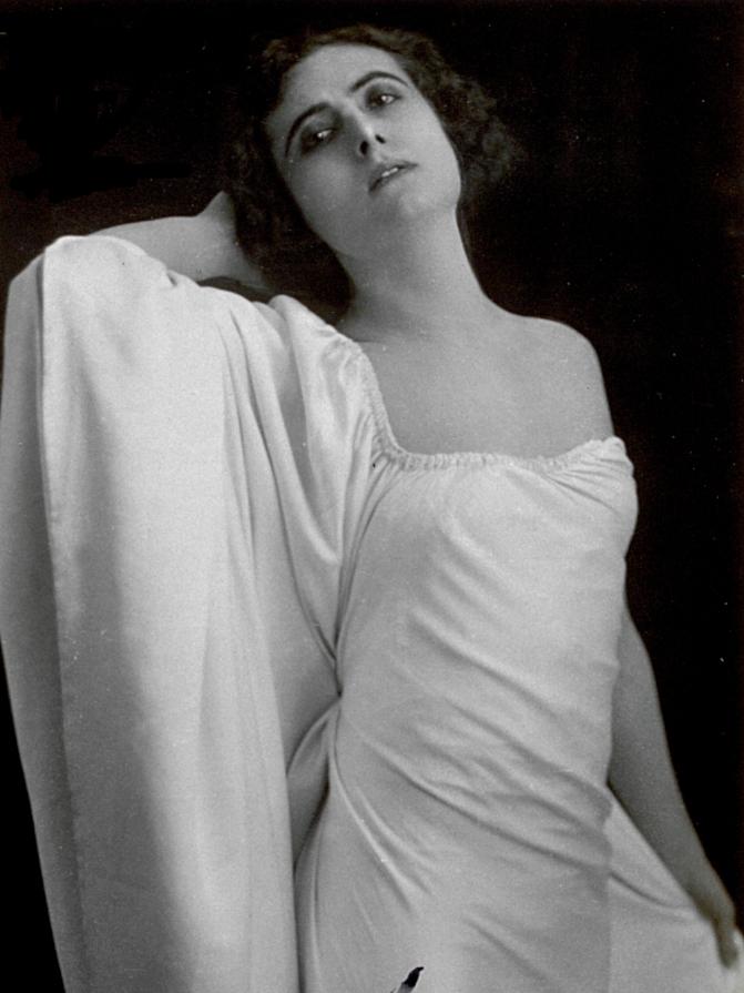Francesca Bertini, c.1921, Italian photographer (20th century), private collection/Alinari/Bridgeman Images