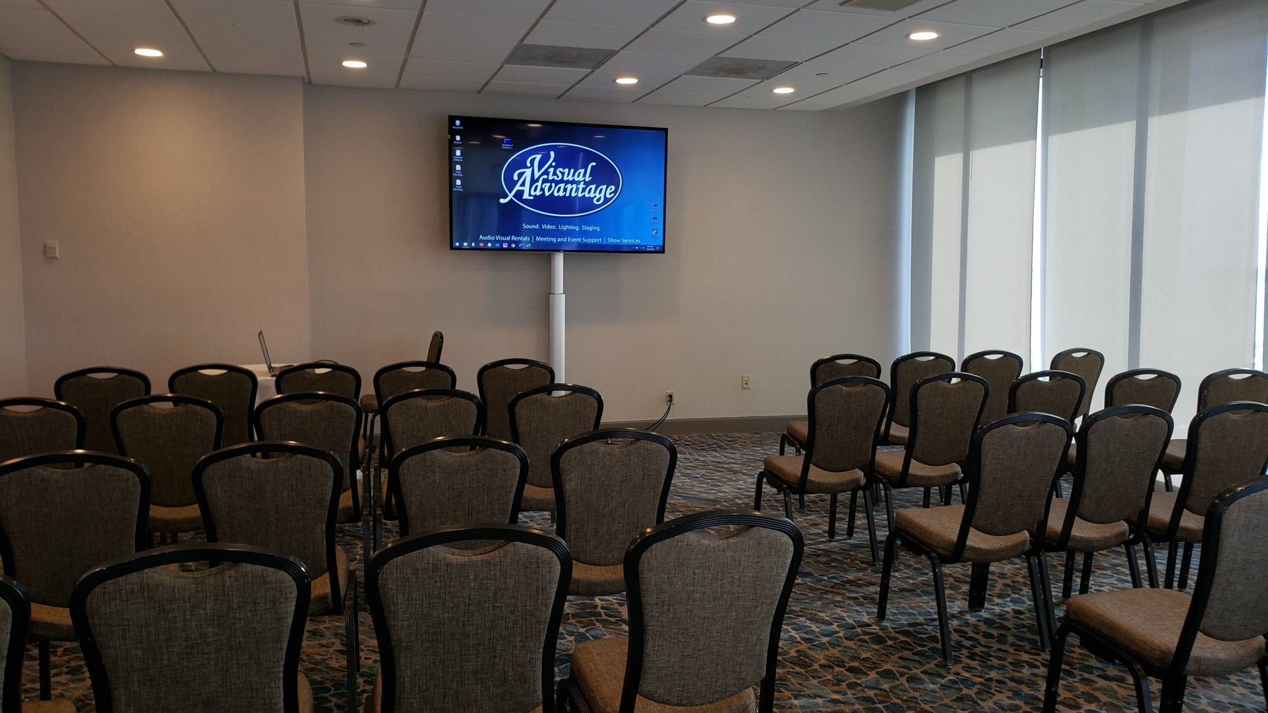 Breakout Rooms - Visual Advantage has flat screen tv rentals, projection screens, projector rentals, laptops & PowerPoint remotes for each conference breakout room at any meeting space or hotel. Add on a set of speakers & microphone to boost sound. For small-to-medium breakout rooms a 70