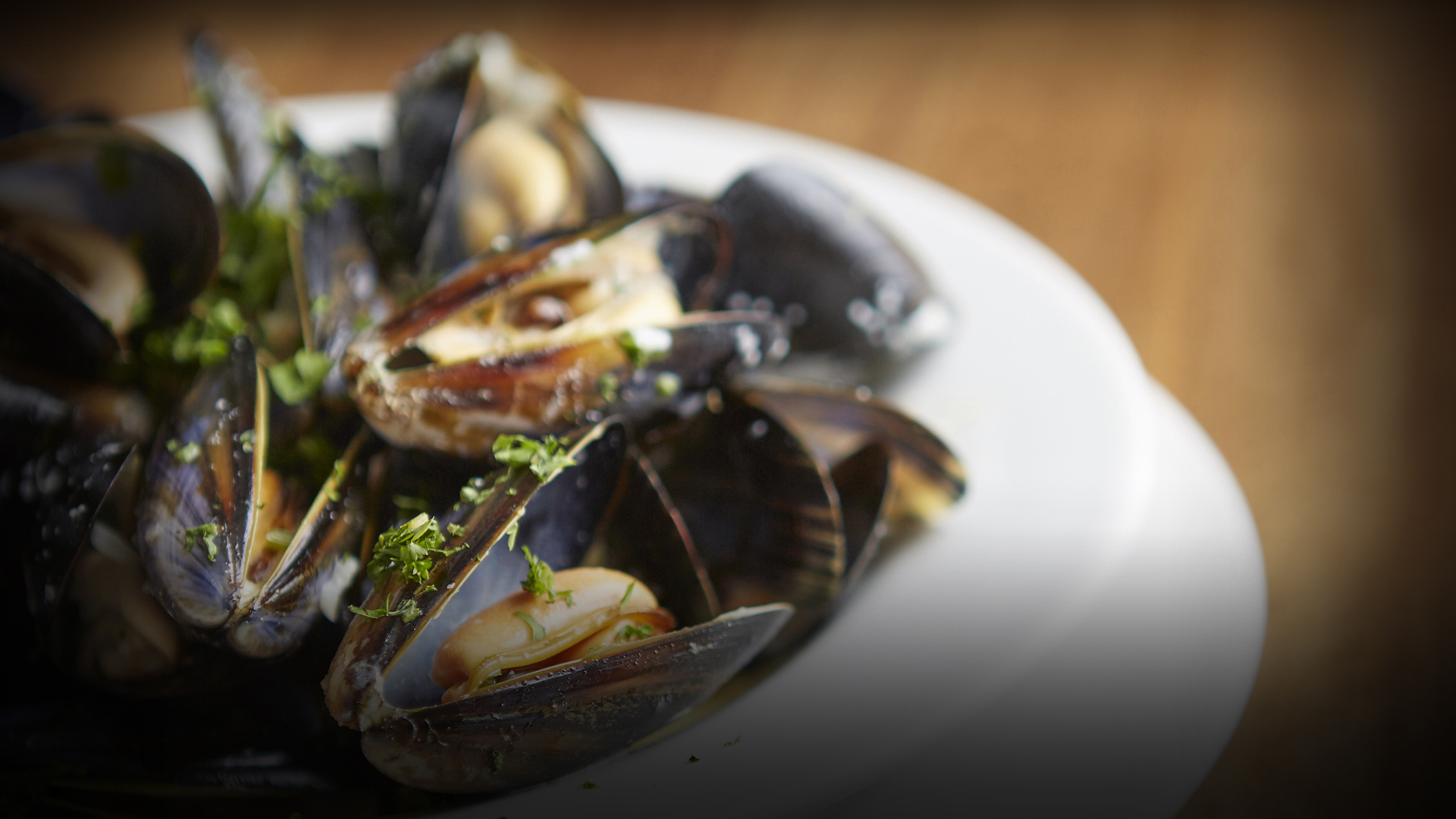 A plate of mussels at The Weir pub, Brentford