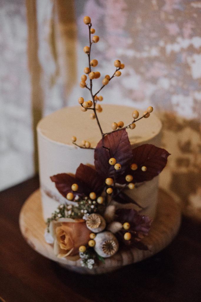 autumn-wedding-venue-inspiration-court-house-farm-somerset-17-683x1024.jpg