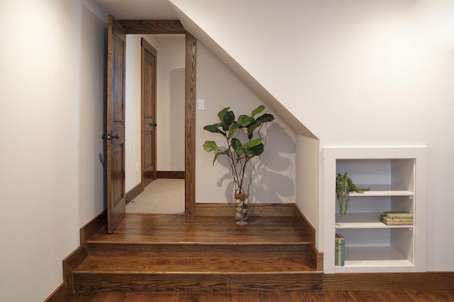 Door to hallway with slope-2.jpg