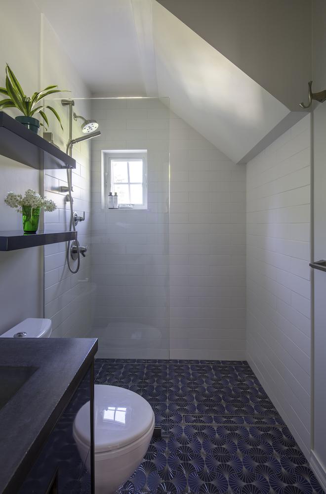 Bathroom_Downst_02.jpg