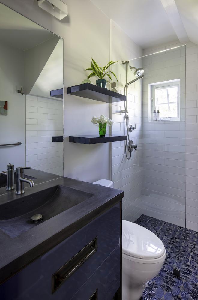 Bathroom_Downst_01.jpg