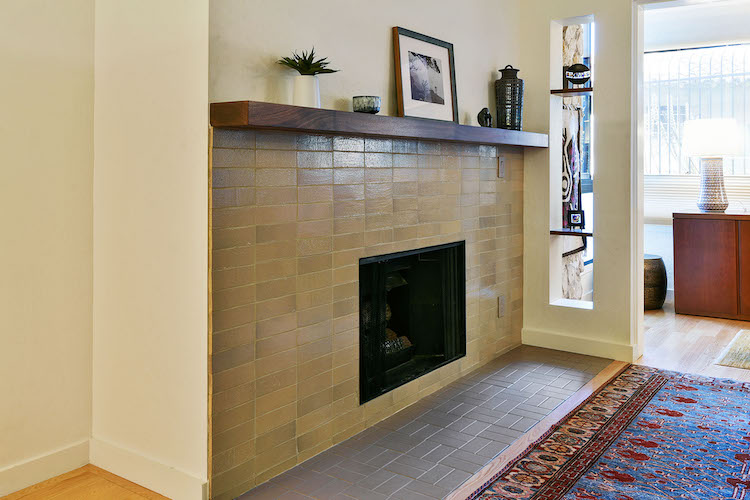_Fireplace from the right side.jpg