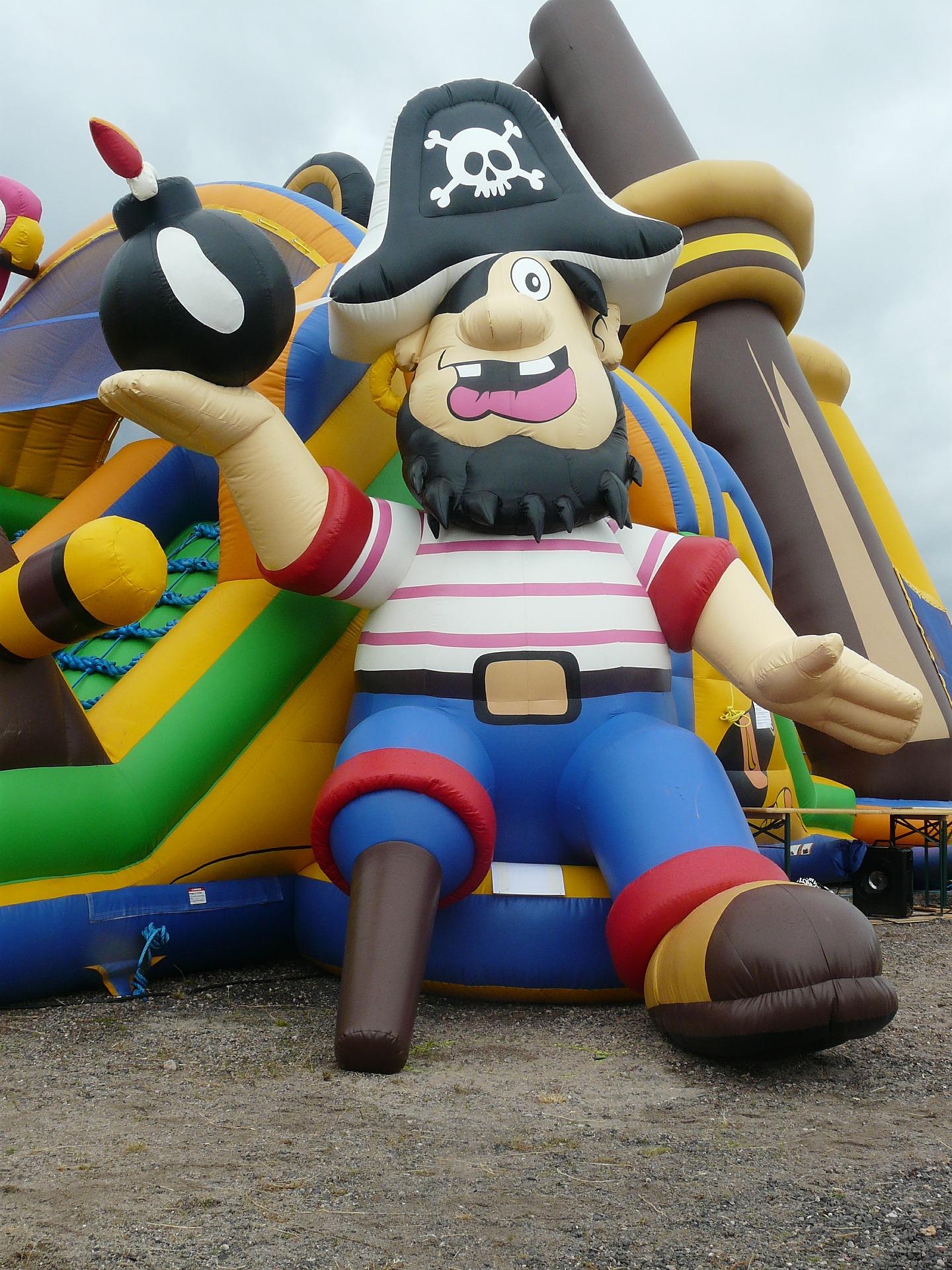pirate-ship-414123_1920.jpg