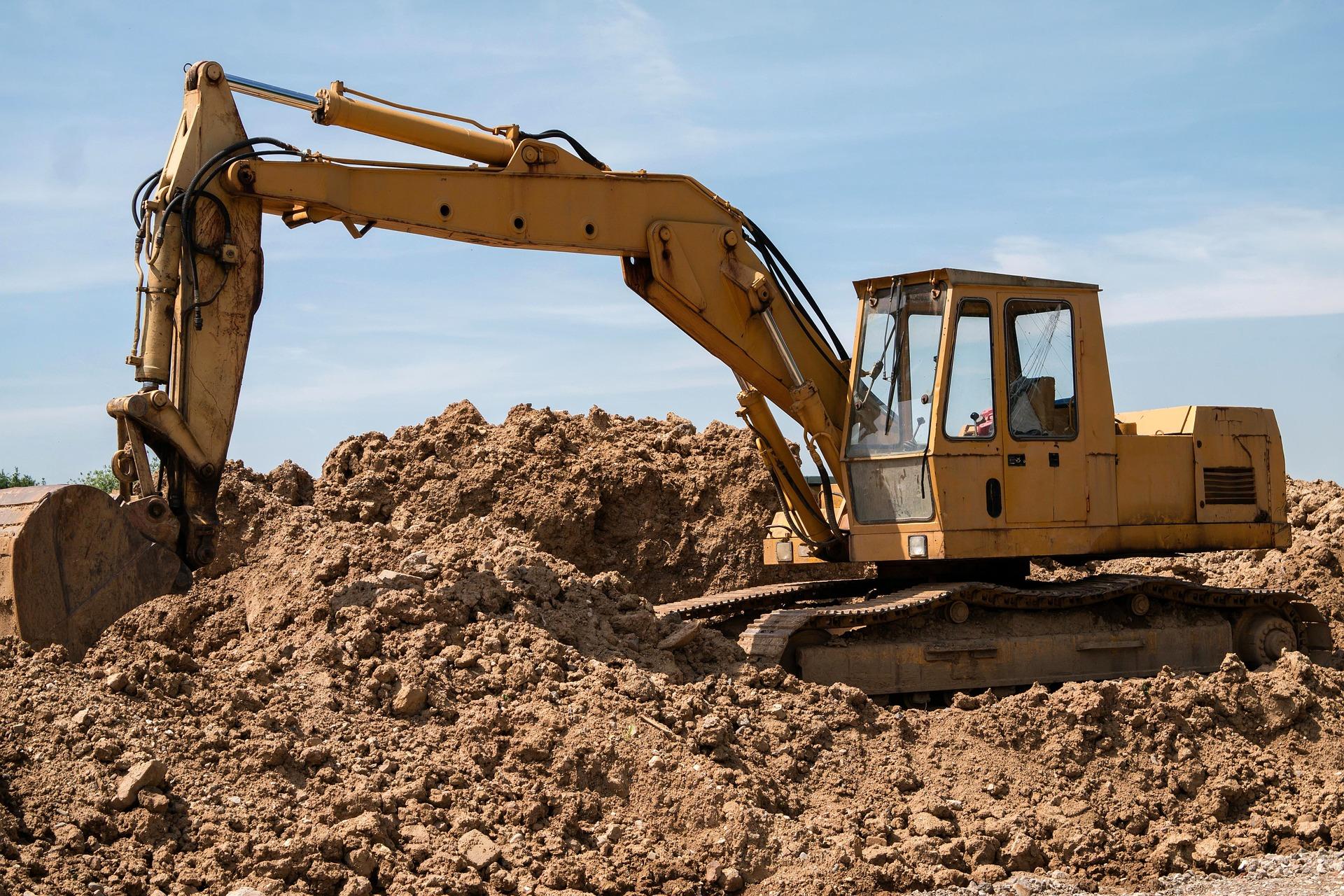 excavators-800996_1920.jpg
