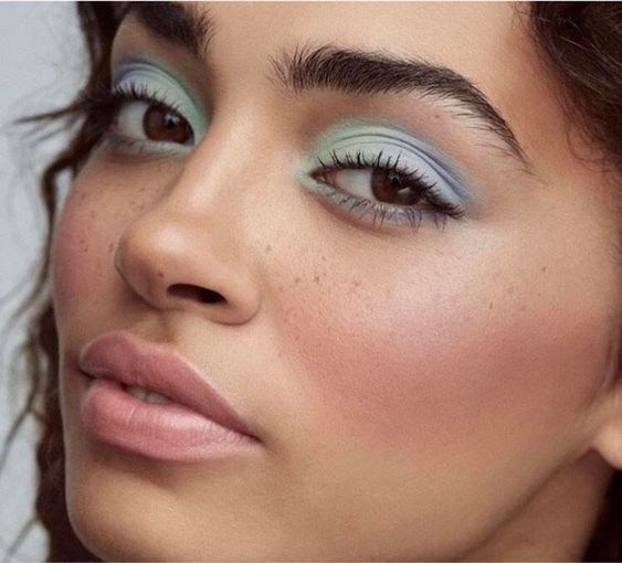 Okay are you not so obsessed with this look? We can't get over all the use of pastels in this look, and we love how she combined two different pastels in her eyes to give a different take on the smokey eye. You can easily wear this day or night.  (Source).