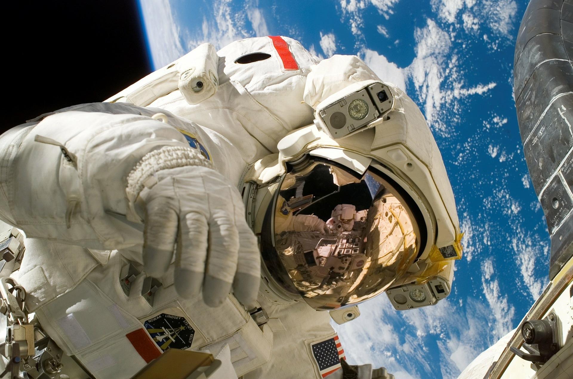 astronaut-11080_1920.jpg